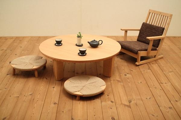 飛騨高山の円卓と座椅子